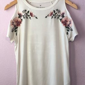 American Eagle flower themed white top.